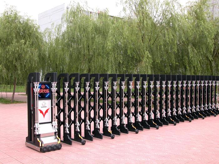 剑阁 河溪公园-安装伸缩门