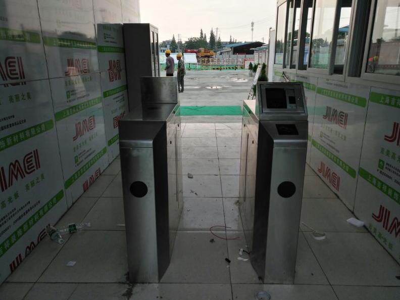 金堂巴莫科技公司安装一套车票识别系统,道闸,  一套进厂区的 通道闸